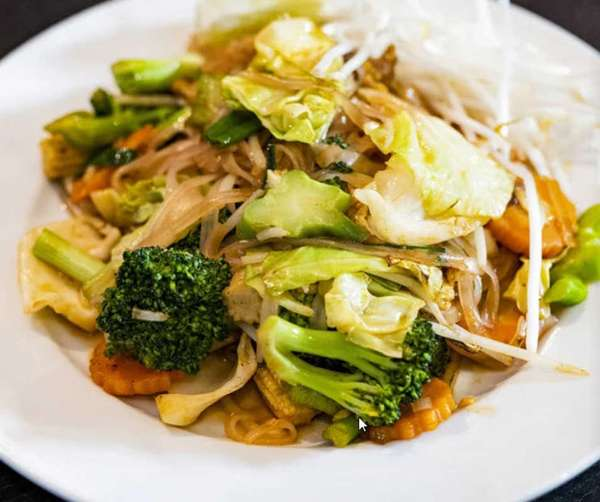 Royal Veggie Pad Thai