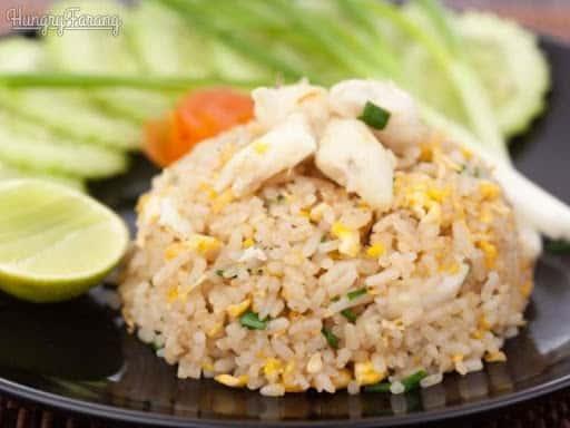 L8. Thai Fried Rice (GF) + 1 Egg Roll