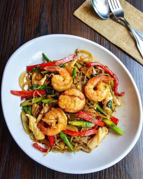 Yam Noodles with Seafood & Vegetables