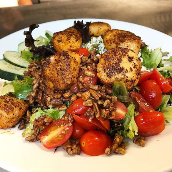 Pan Blackened Scallop Salad