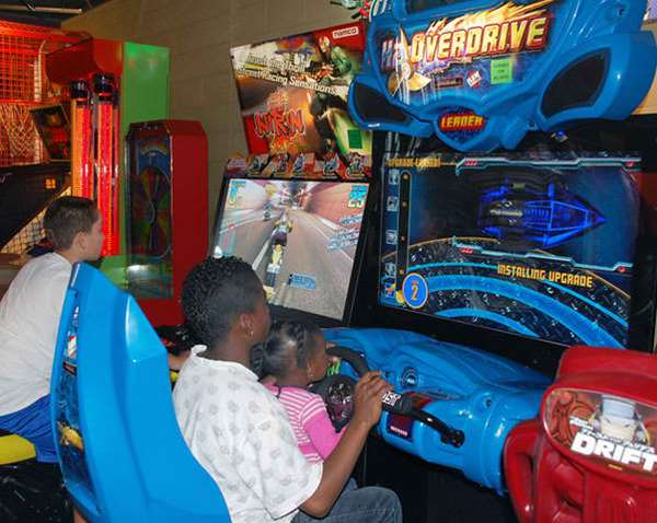 kids playing h2o overdrive game