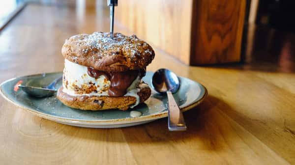 Nutella Cookie Sandwich