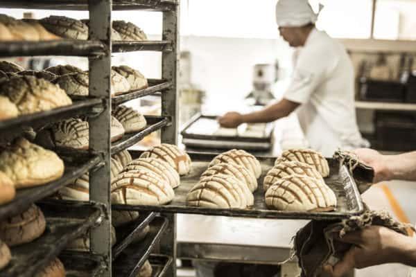 baker baking