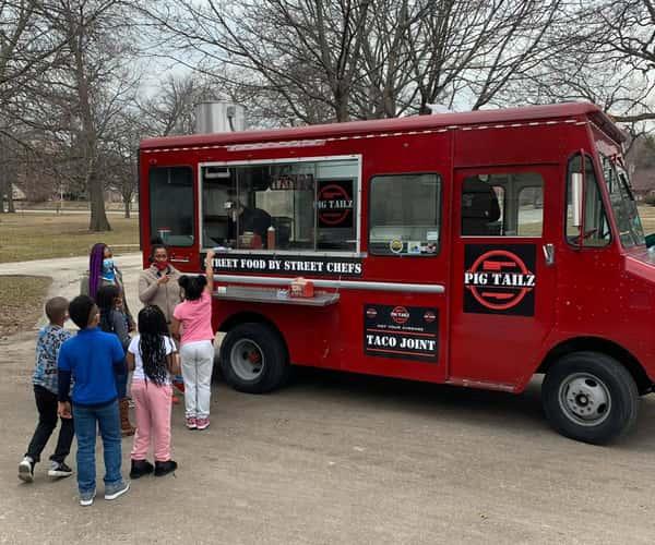 Pig Tailz food truck