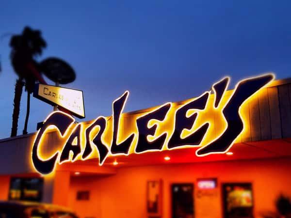 carlee's at night