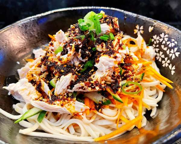 Spicy Shredded Chicken Noodle (No Soup) (麻辣雞絲乾拌麵)