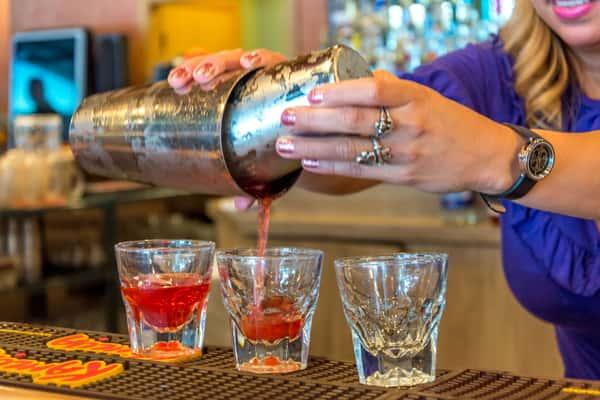 server preparing cocktail