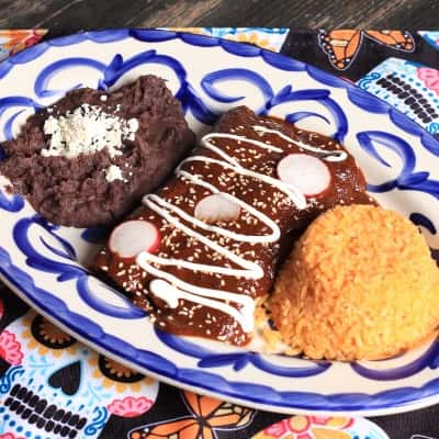 Enchiladas De Pato Con Mole