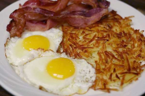 Eggs, bacon, and hashbrowns