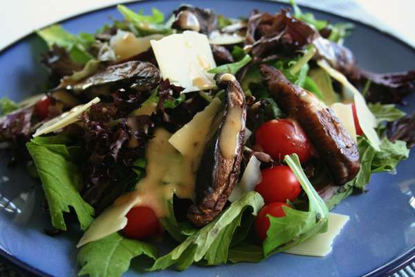 Grilled Portabella & Spinach Salad
