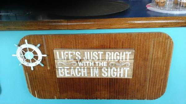 life's just right when the beach is in sight sign
