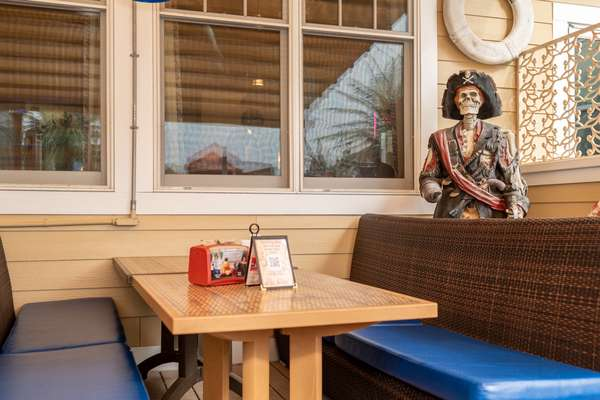 interior exterior dining