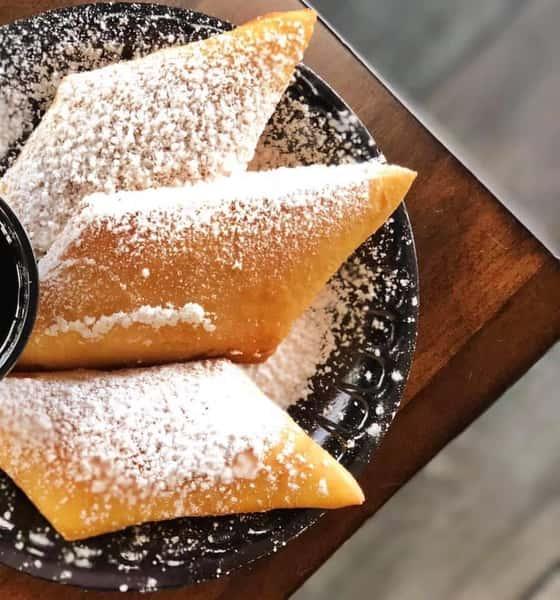 Beignets with powered sugar