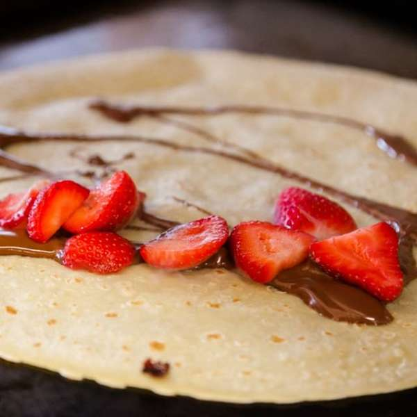 crepe with nutella and strawberries