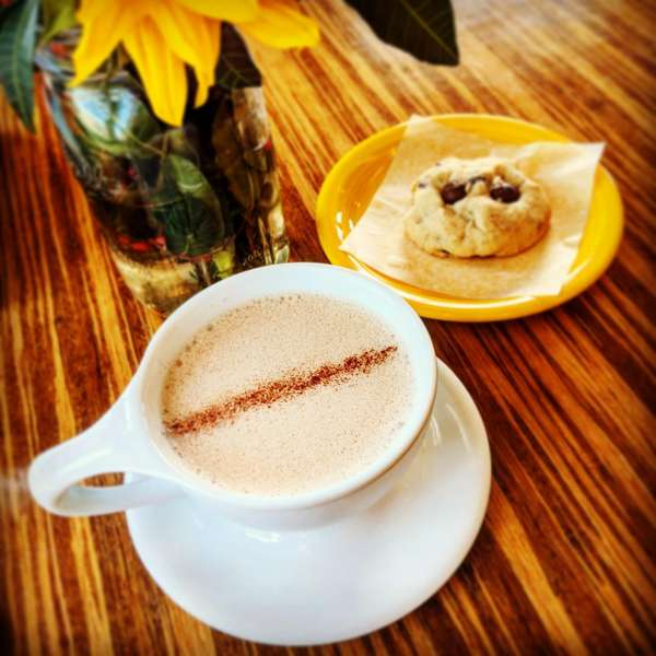 chai latté and nutella-filled cookie