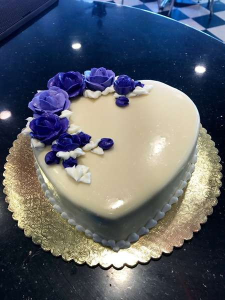 heart cake with blue roses