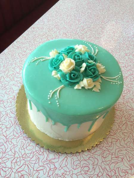 teal cake with roses