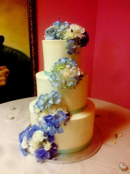 cake with blue flowers