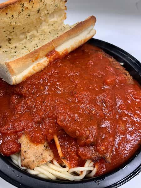 pasta with garlic bread