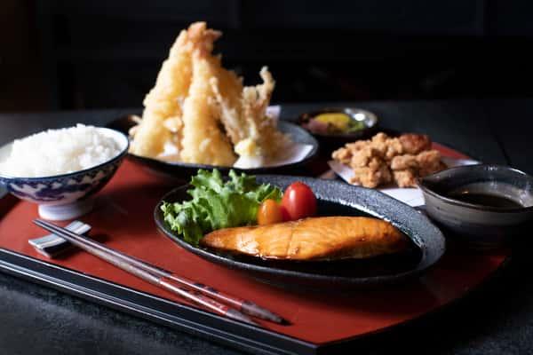 COMBINATION DINNER