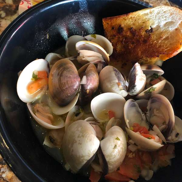 Garlic Butter Steamed Clams