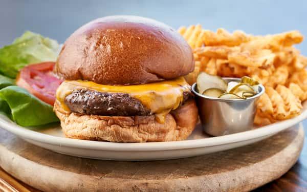 Ale House Cheeseburger*