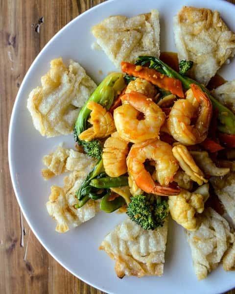Seafood Rice Noodles– Phở Áp Chảo Đổ Biển Dòn / Mểm