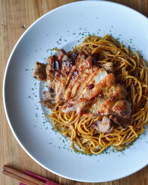 BBQ Chicken & Garlic Noodles - Gà Quay Mì Tỏi