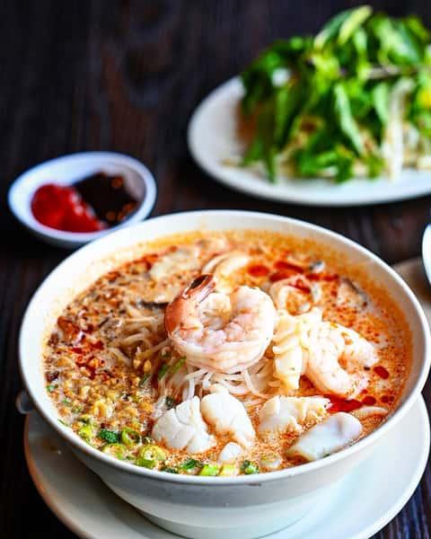 Phuket Style Seafood Noodle Soup – Phở Hải Sản Thái Lan