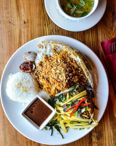 Fresh Clam & Rice – Cơm Hến Hoàng Gia