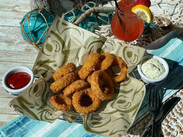 Onion Rings with Cocktail