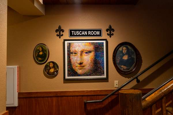 mona Lisa pictures by the Tuscan room