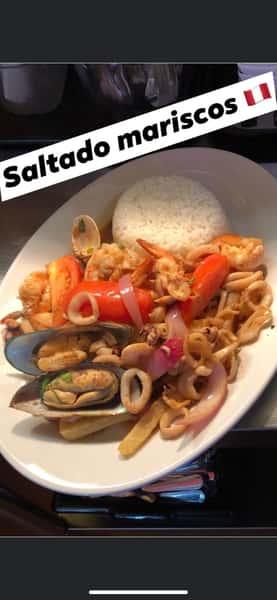 Saltado de Mariscos (Seafood Mix)