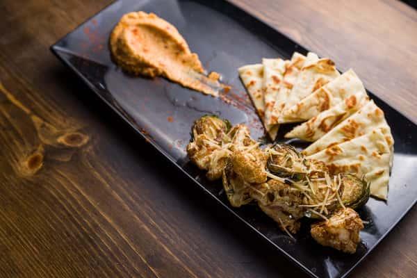 Hummus & Naan Bread
