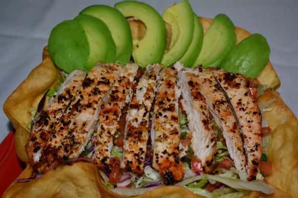 Ave y Avocado Salad