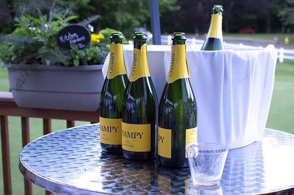 "alt=""champagne"""