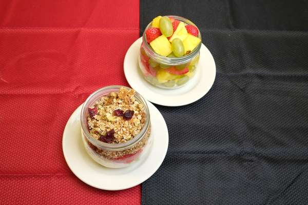 Fruit bowls with granola