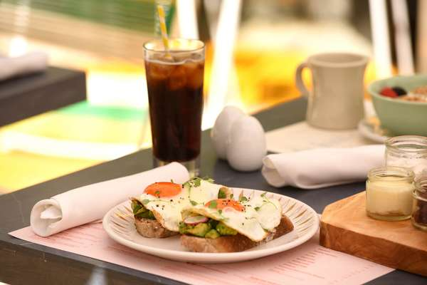 The Breakfast Club Eggs Benedict