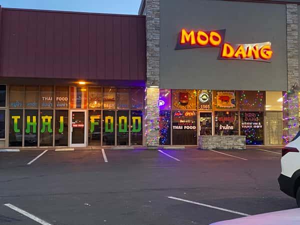 Outside Moo Dang Thai Food Reno Nevada