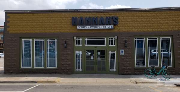 Hannah's store front