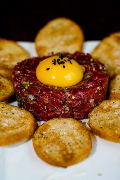 steak tartare with toast and egg
