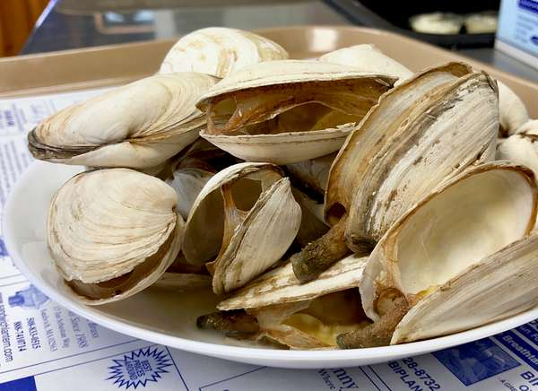 *Available Seasonally: Local Steamed Clams á la Carte