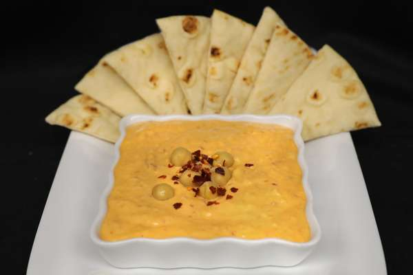 Homemade Spicy Hummus w/Greek Pita Ⓥ