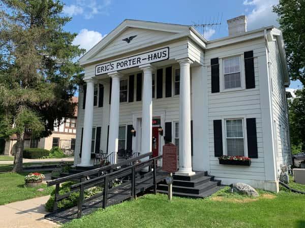 Eric's Porter Haus Exterior