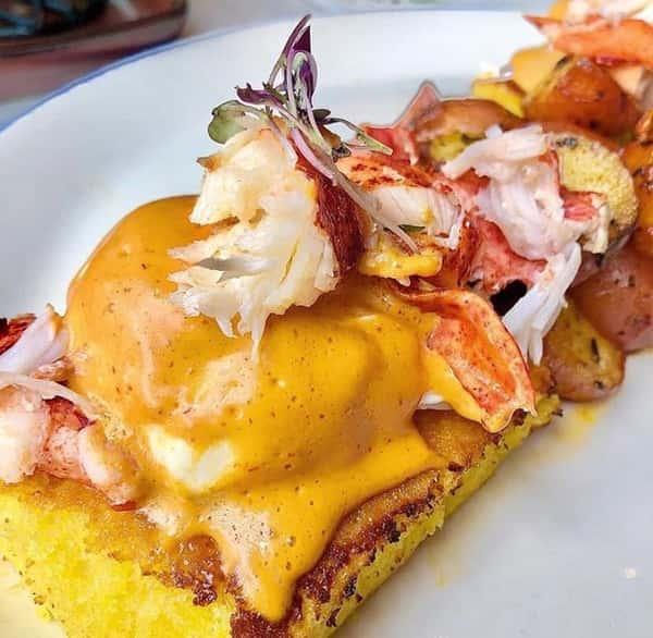 Lobster Huevos Ahogados