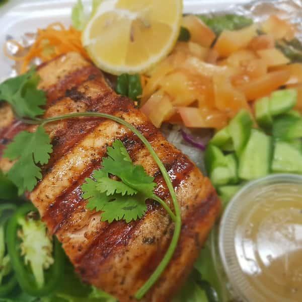 Fresh Grilled Salmon Salad