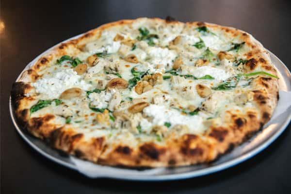 spinach pollo pizza