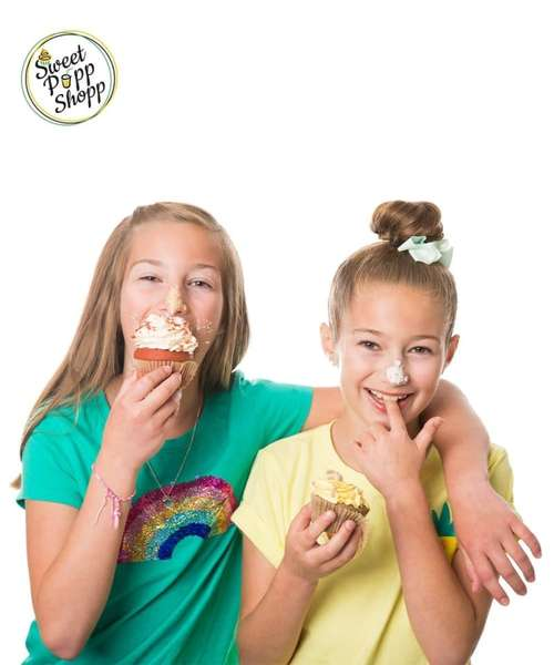 girls with ice cream