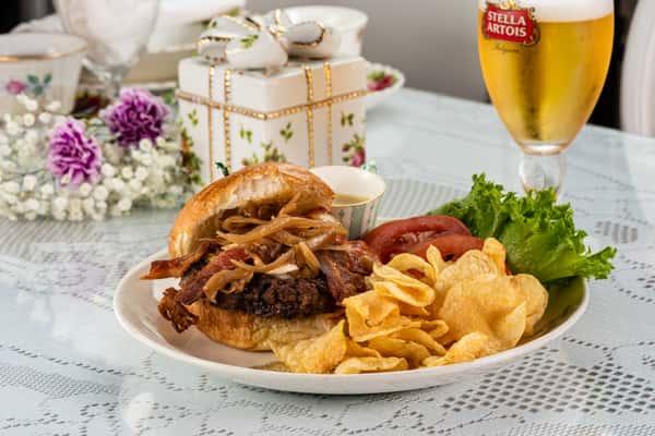 Gourmet Burger & Brie