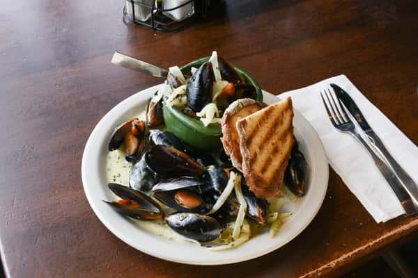 Mussels in Garlic Cream Sauce